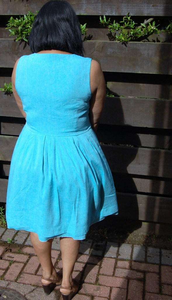 Simplicity 2215 back view