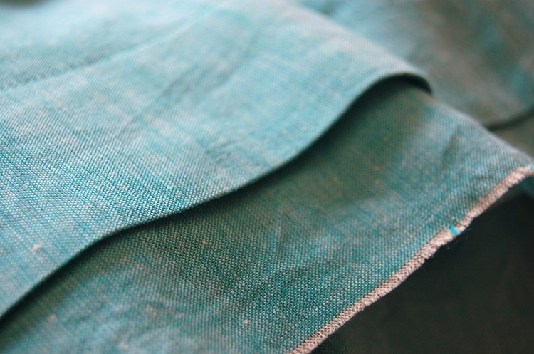 Simplicity 2215 close up of raw finish hem