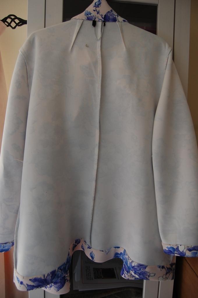 Butterick 5926 floral print scuba fabric blazer - inside back.