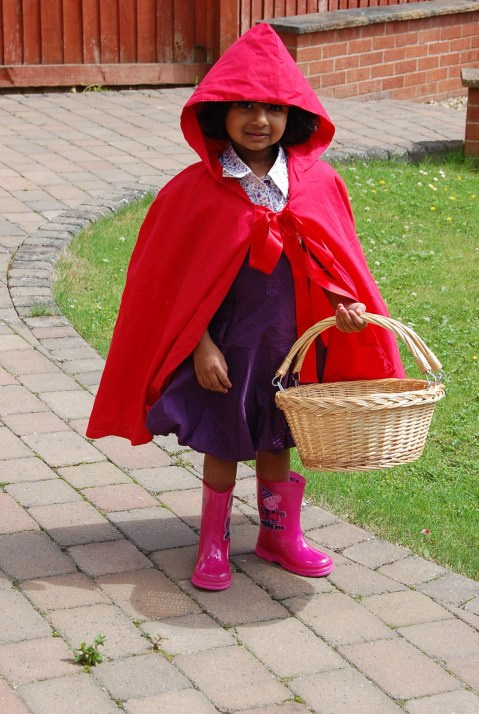 Simplicity 2571: red riding hood cape (2012)
