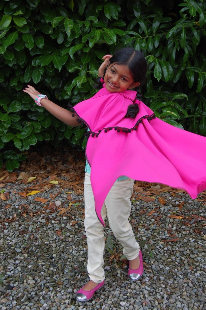 Simplicity 2571: Anna from Frozen cape