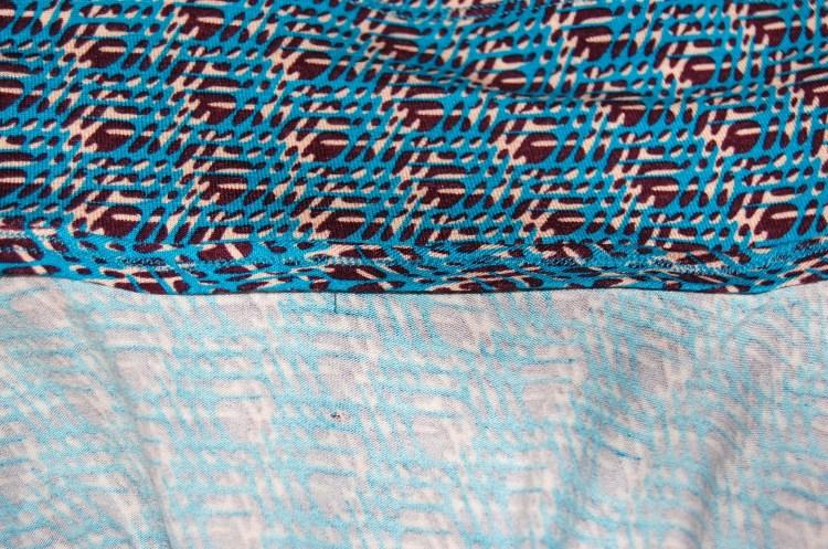 Vogue 8784 - DIY wrap dress - bias tape facing finish at collar.