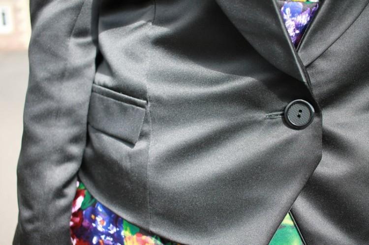 Vogue 8958: DIY Ladies Satin Tuxedo Jacket - flap and button detail.