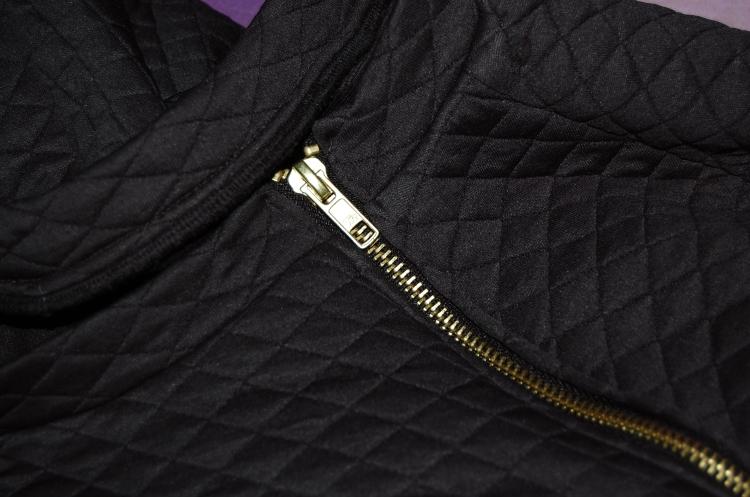 Burdastyle Zipper Sweatshirt 08/2014 - close up of neckband and exposed zipper for shoulder ventilation