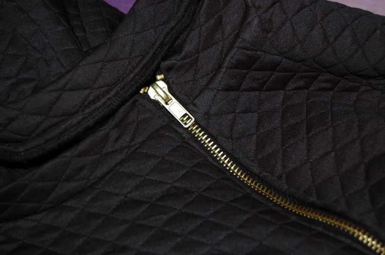 Burdastyle Zipper Sweatshirt 08/2014 - close up of neckband and exposed zipper for shoulder ventilation