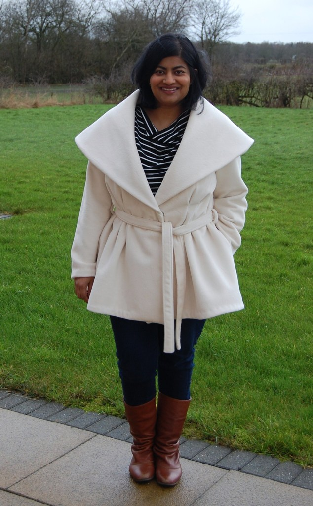 Vogue 9037: Oversized collar winter coat