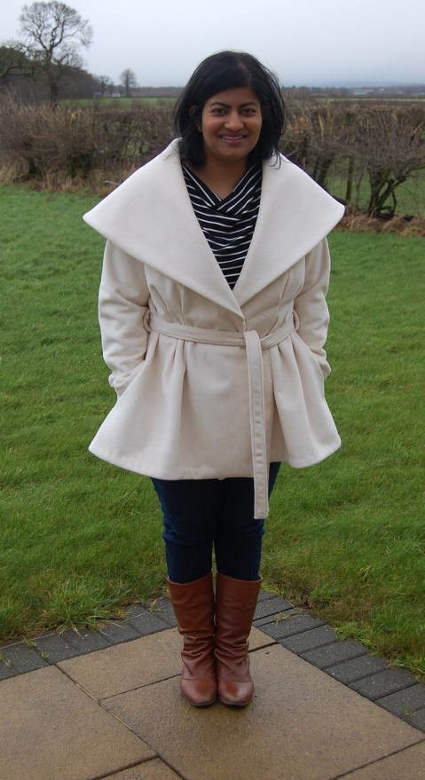 Vogue 9037: Oversized collar winter coat