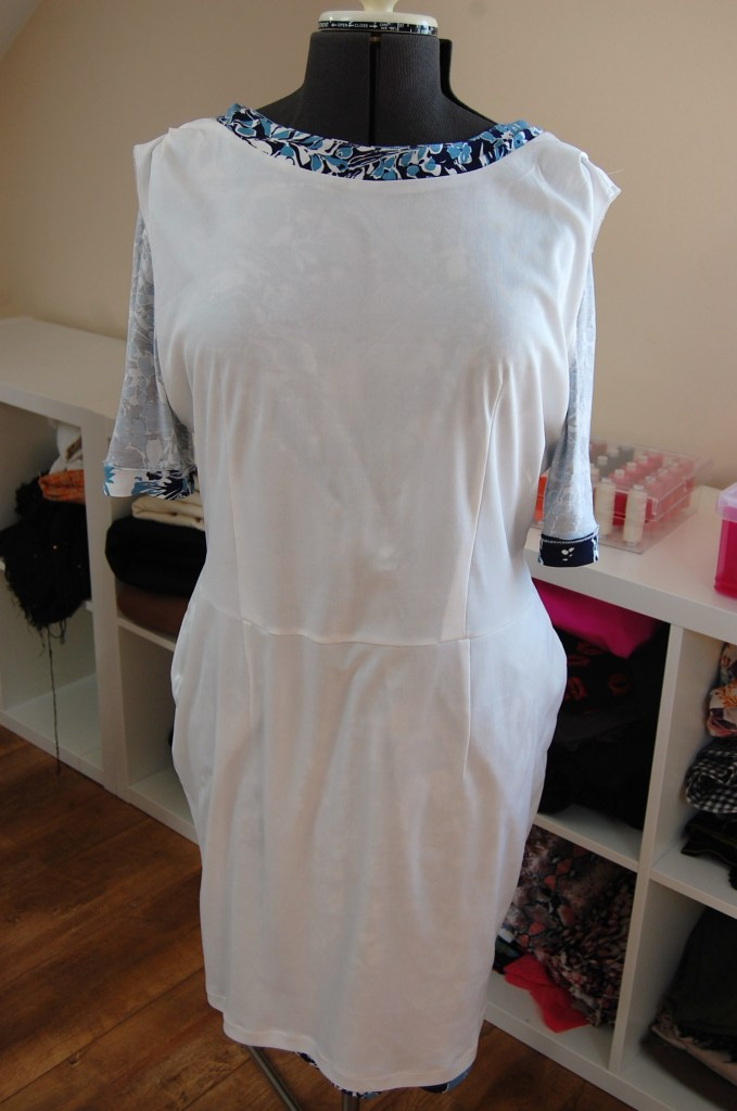Vogue 1359: Twist Front Floral Jersey Dress - lining