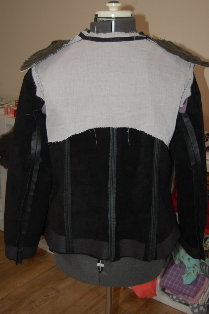 Butterick 6169: DIY Black Leather Collarless Biker Jacket - backstay