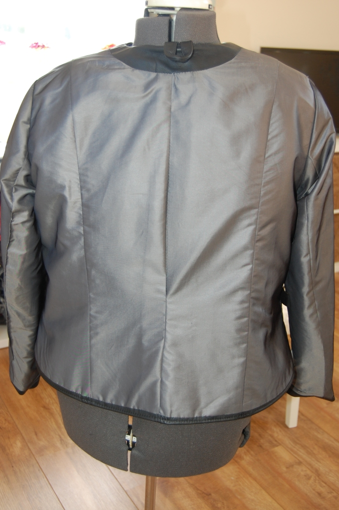 Butterick 6169: DIY Black Leather Collarless Biker Jacket - lining and hanging loop