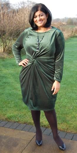 Vogue 1359: DIY Bottle Green Velvet Dress