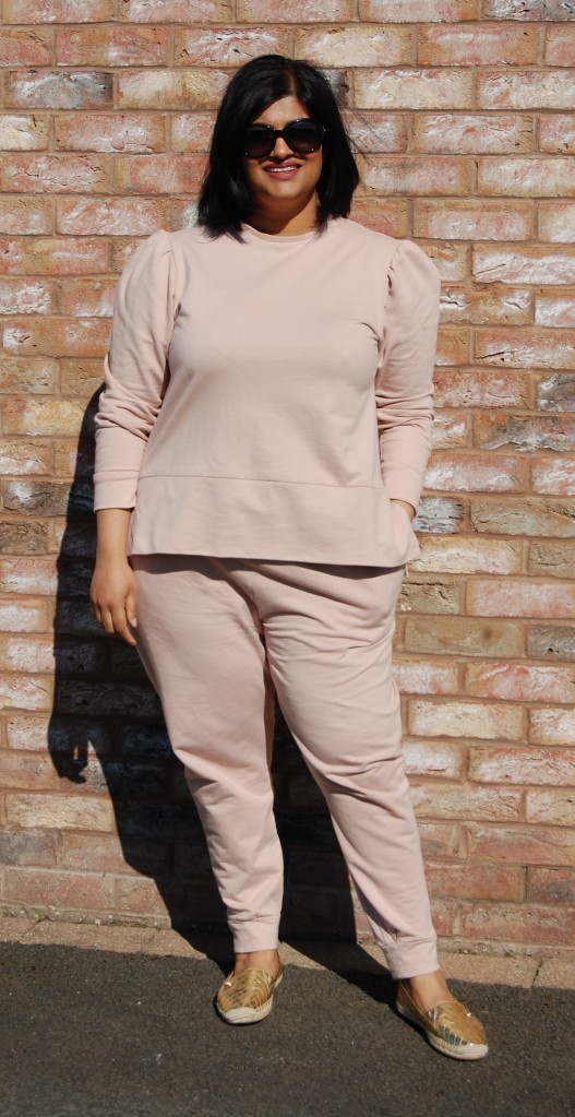 Simplicity 8982 sweatshirt (modified) worn with Simplicity 1187 jogger bottoms