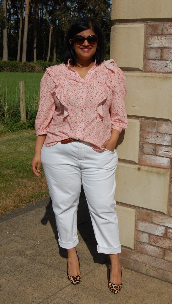 McCalls 7811 blouse with flounce and puff sleeves. Worn with Butterick 6331 white denim jeans.